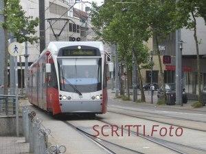 Zug der Saarbahn in Saarbrücken